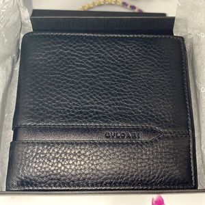 BVLGARI mens wallet / coin holder